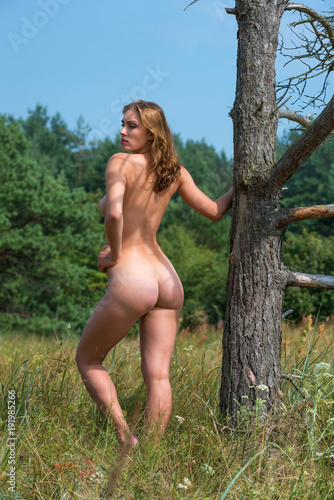 Poster Akt Beautiful young naked woman outdoors