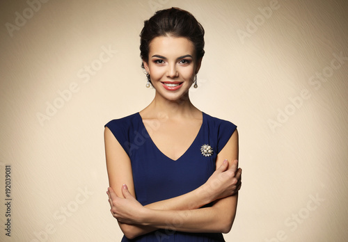Fotomural Beautiful young woman with elegant jewelry on light background