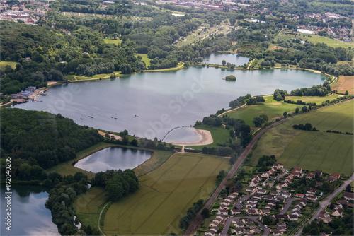 vue aérienne d'un lac près de Beauvais dans l'Oise en France Poster