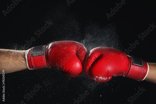 Fotografía  Men in boxing gloves on black background