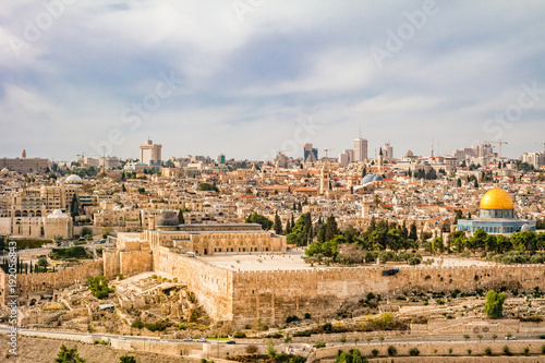 Fotomural Panoramic view to Jerusalem old city.