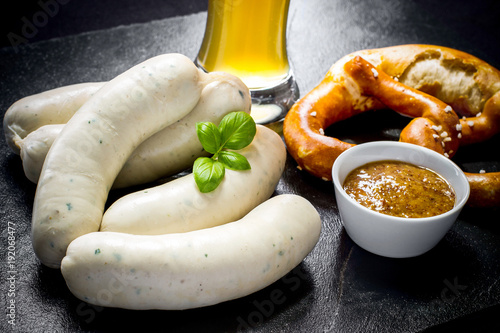 Original Munich sausage with Hefeweizen and pretzel
