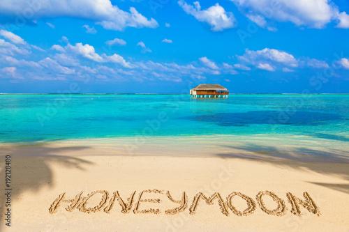Word Honeymoon on beach Obraz na płótnie
