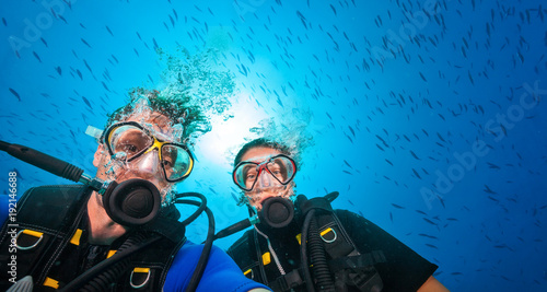 Keuken foto achterwand Duiken Couple of scuba divers, portrait photography