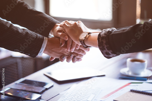 Fotografia  Business trust commitment which Business Partners holding hands,Help, trust ,support ,empathy and factors relationship marketing for reach successful achievement,Trust and commit concept