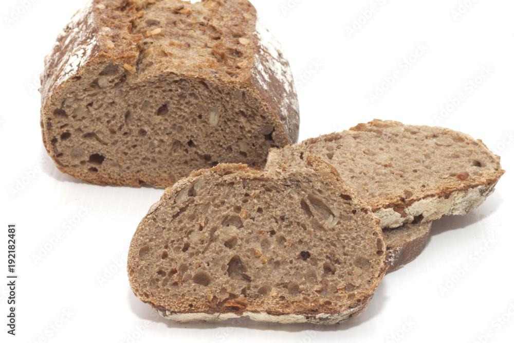pane nero di semi di segala e girasole