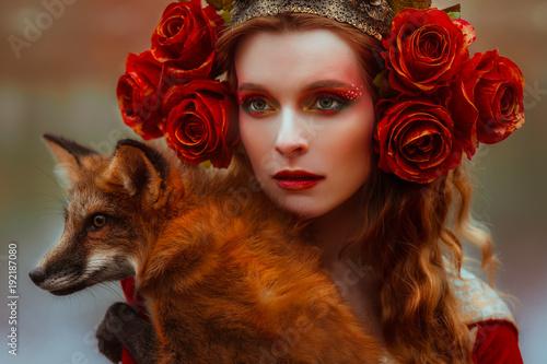 kobieta-w-sredniowiecznych-ubraniach-z-lisem
