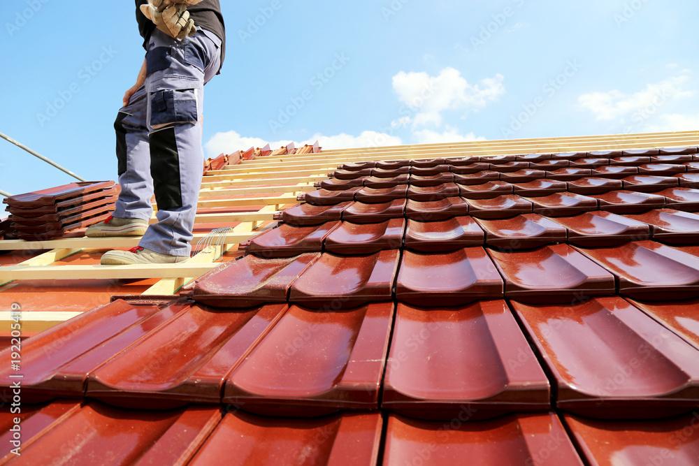 Fototapety, obrazy: Tiling a roof
