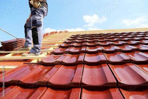 Obraz na plátně Tiling a roof