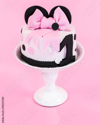 Photo  Minnie Mouse Birthday cake