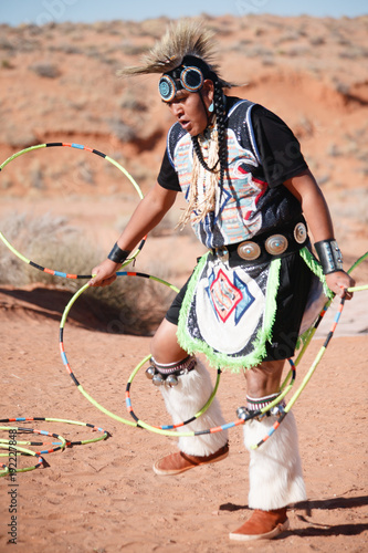 Photo A Navajo Native American Man performs traditional hoop dance