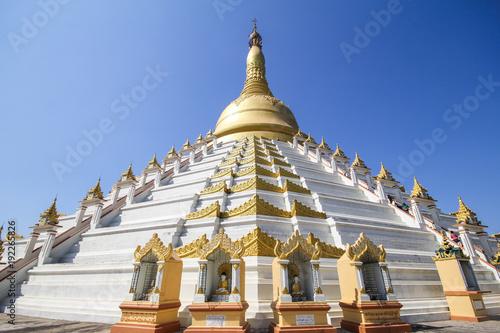Spoed Foto op Canvas Bedehuis Beautiful temple in Yangon, Myanmar.