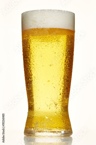 Deurstickers Bar Low angle beer glass with condensation on white background