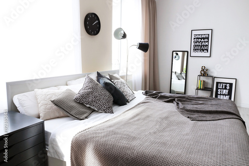 Beautiful modern interior of room with bed u kaufen sie dieses