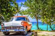 Amerikanischer weiss orange farbender Oldtimer parkt am Strand von Varadero Kuba - HDR - Serie Cuba Reportage