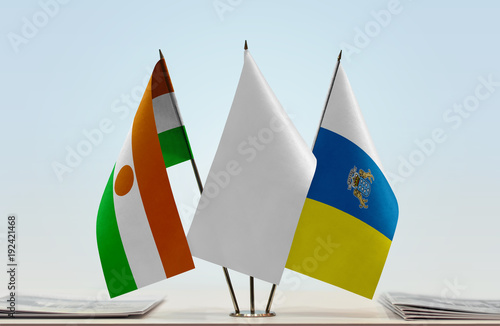 Deurstickers Canarische Eilanden Flags of Niger and Canary Islands with a white flag in the middle