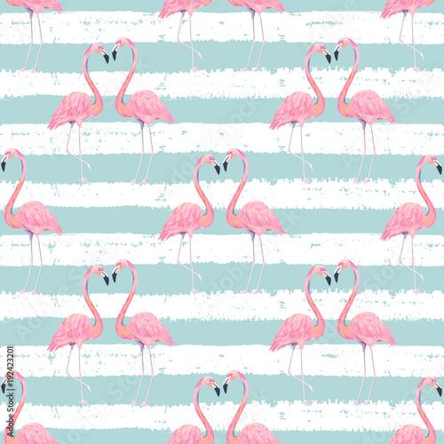 abstrakcjonistyczny-bezszwowy-wzor-z-egzotycznym-flamingiem-na-pasiastym-tle-nadruk-letni-ilustracji-wektorowych