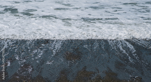 Staande foto Zee / Oceaan Close-up wave on a pebble beach, beautiful seascape.