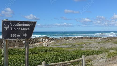 Foto op Plexiglas Zuid Afrika Südafrika. Altes verwittertes Hinweisschild zum Nationalpark, zum südlichsten Punkt Afrikas, Cape Agulhas