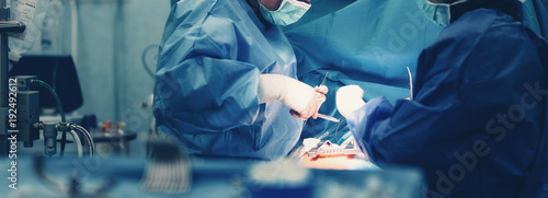 Cuadros en Lienzo  Medical team of surgeons in hospital doing minimal invasive surgical interventions