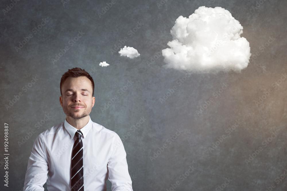 Fototapeta Entspannter, ausgeglichener Mann mit Gedankenblase