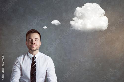 Obraz Entspannter, ausgeglichener Mann mit Gedankenblase - fototapety do salonu