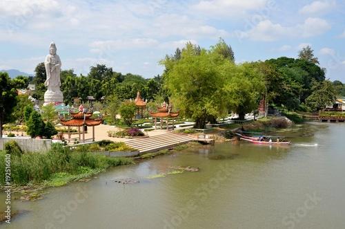 Zdjęcie XXL Tha Ma Kham świątynia, Kwai rzeka, Tajlandia