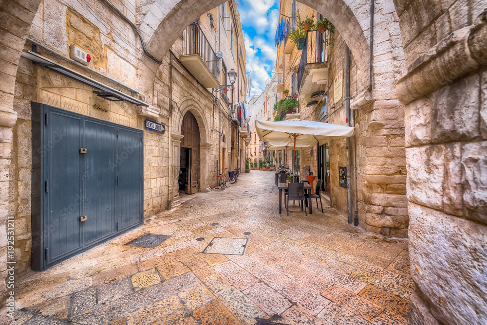 Fototapety, obrazy: Alleyway in old white town Bari