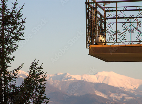 Photo  balcone in montagna, con pallone