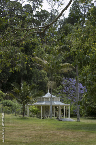 In de dag Palermo Kawau Island New Zealand. Garden Mansion house. Teahouse.