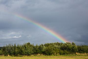 Regenbogen über Flugplatz