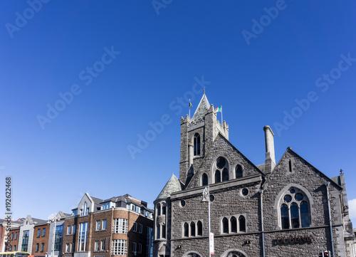 Photo  DUBLIN, IRELAND - March 31, 2017: Street view of church landmarks of Dublin Irel