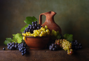 Fototapeta Owoce Still life with grapes in the bowl and jug