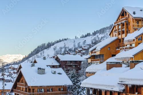 Chalets de Meribel en hiver, Savoie.