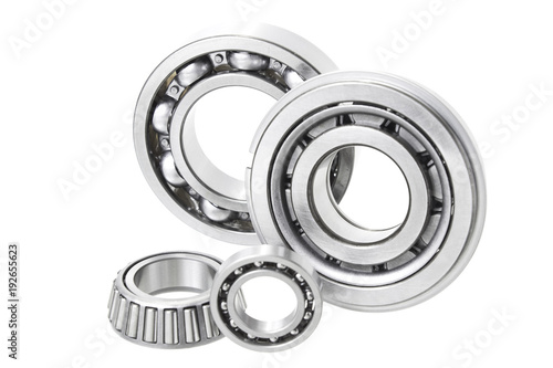 Fotografía  Group bearings and rollers (automobile components) for the engine and chassis su