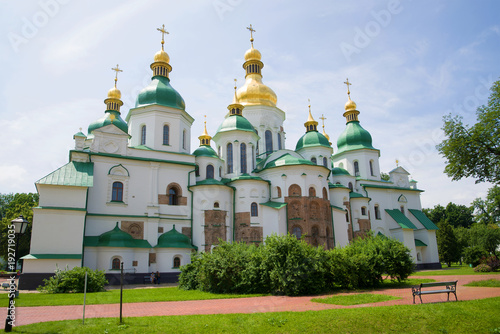 Photo Stands Kiev Ancient Saint Sophia Cathedral on a sunny June day. Kiev, Ukraine