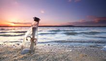 Romantische Flaschenpost Am Strand