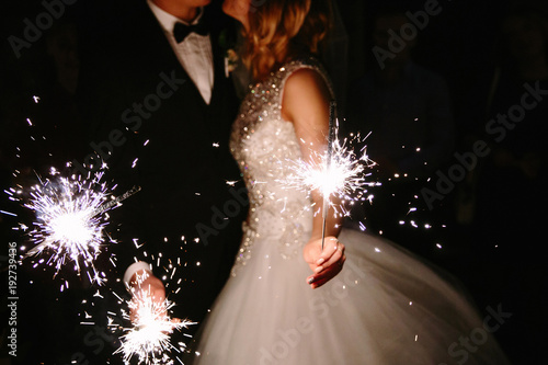 Fotografia Young happy lyudis sparklers in his hands during the celebration