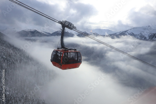 Spoed Foto op Canvas Gondolas Winterlandschft mit Gondel
