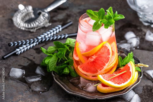 Staande foto Bar Grapefruit and fresh mint cocktail with juice, cold summer citrus refreshing drink or beverage with ice