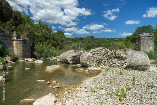 Photo sur Plexiglas Zen pierres a sable Collapsed Romanesque bridge