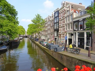 Maisons et canal de Bloemgracht dans le quartier du Jordaan à Amsterdam (Pays-Bas)