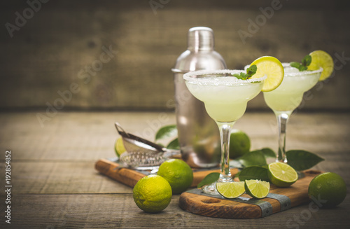 Fototapeta Margarita cocktail with lime and mint