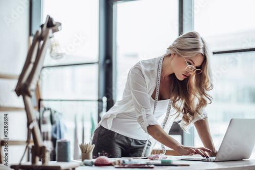 Fotografija  Female fashion designer