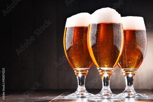 sklad-z-trzema-szklankami-lager