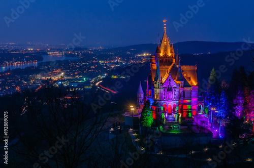 Zdjęcie XXL Drachenburg i Bonn w Niebieskiej Godzinie; Siedem Góry; Niemcy