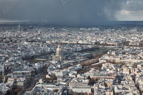 Staande foto Parijs Parigi vista dall'alto di un grattacielo al tramontoi