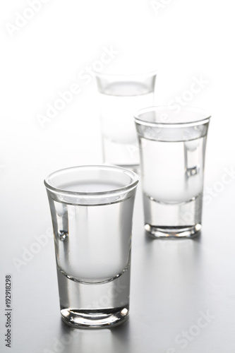 Foto German hard liquor Korn Schnapps in shot glasses