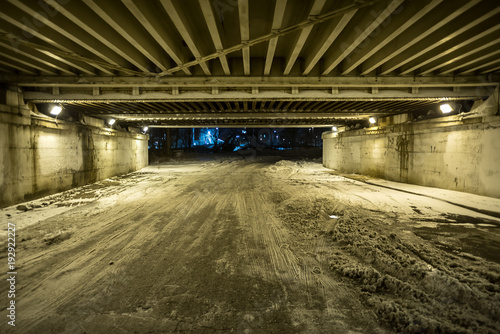Cadres-photo bureau Ruelle etroite Vintage city bridge street tunnel at night.