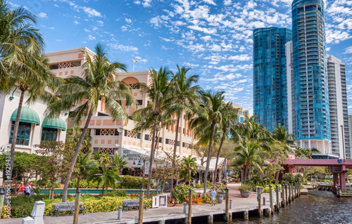 Fotografía FORT LAUDERDALE, FL - FEBRUARY 29, 2016: Beautiful homes along city canals